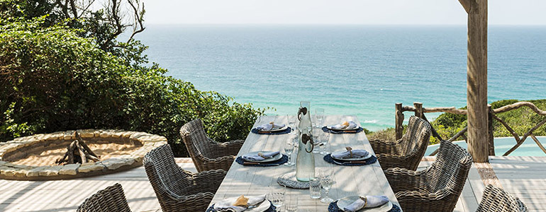 Colina-Verde-Main-deck-set-table-by-day-with-sea-view