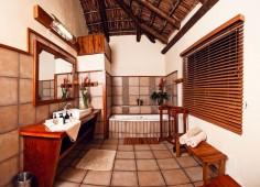 Machangulo Beach Lodge Guest Bathroom
