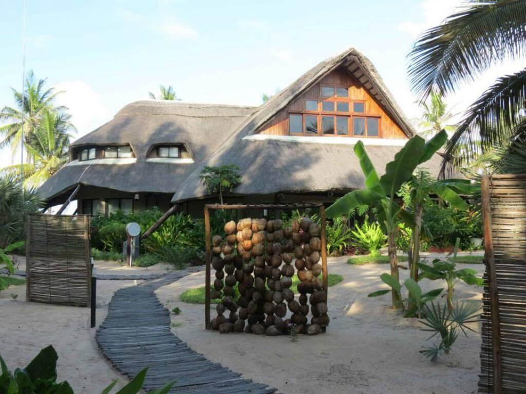 barra beach club inhambane mozambique